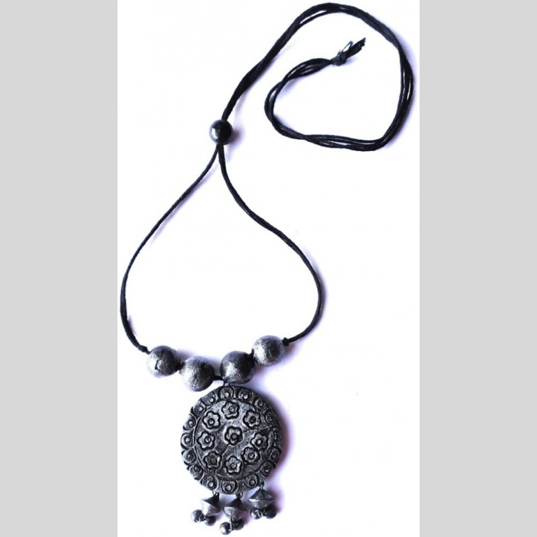 Metal Pendant Terracotta Necklace |