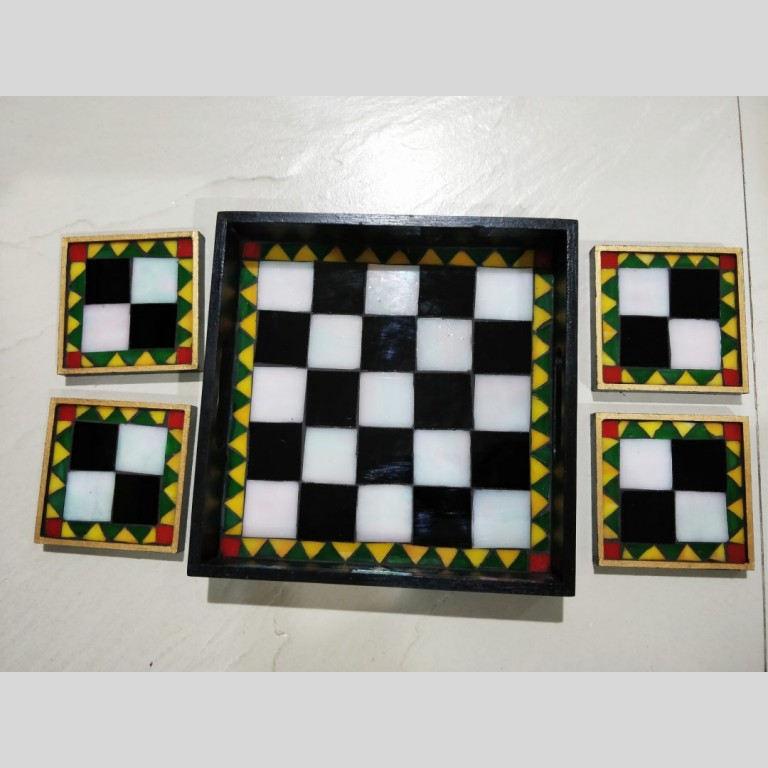 Chequered Tray and Coaster Set   Chequered Tray and Coaster Set  