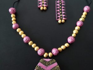 Hexagon Pink Clay Neckset