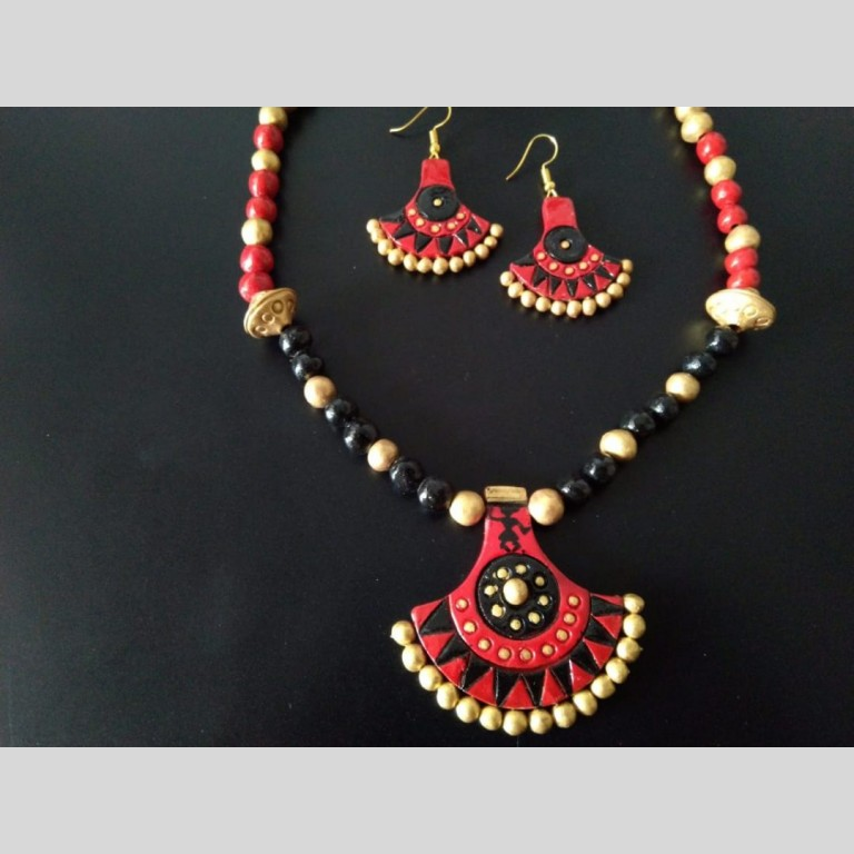 Reemerging Red And Black Necklace Set |
